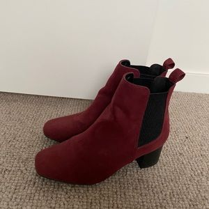 Betts Kids Maroon Boots Size 3. Great condition